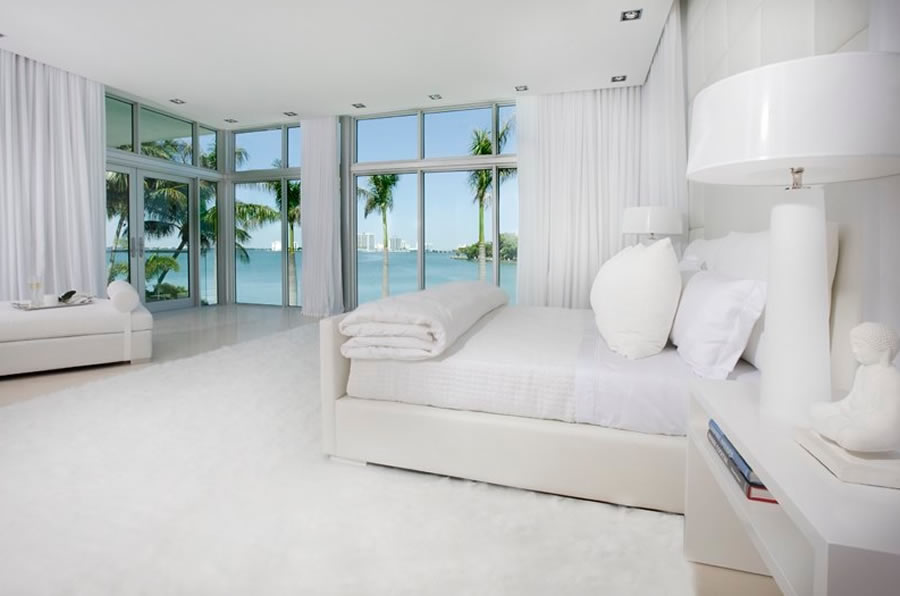 Miami theme decor lushes curtains blog for Beach style apartment decor