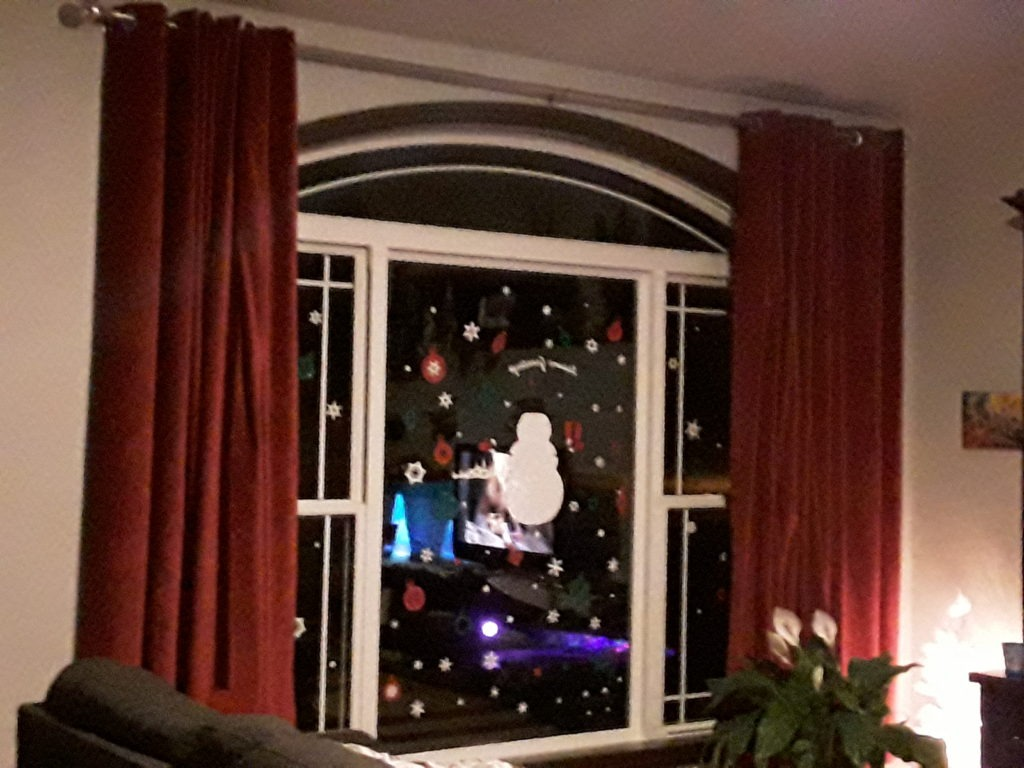 Red velvet window curtains - Xmas Living Room Decor Christmas Holiday Decorating With