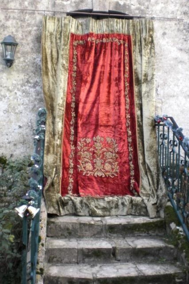 a quick history of velvet curtaining