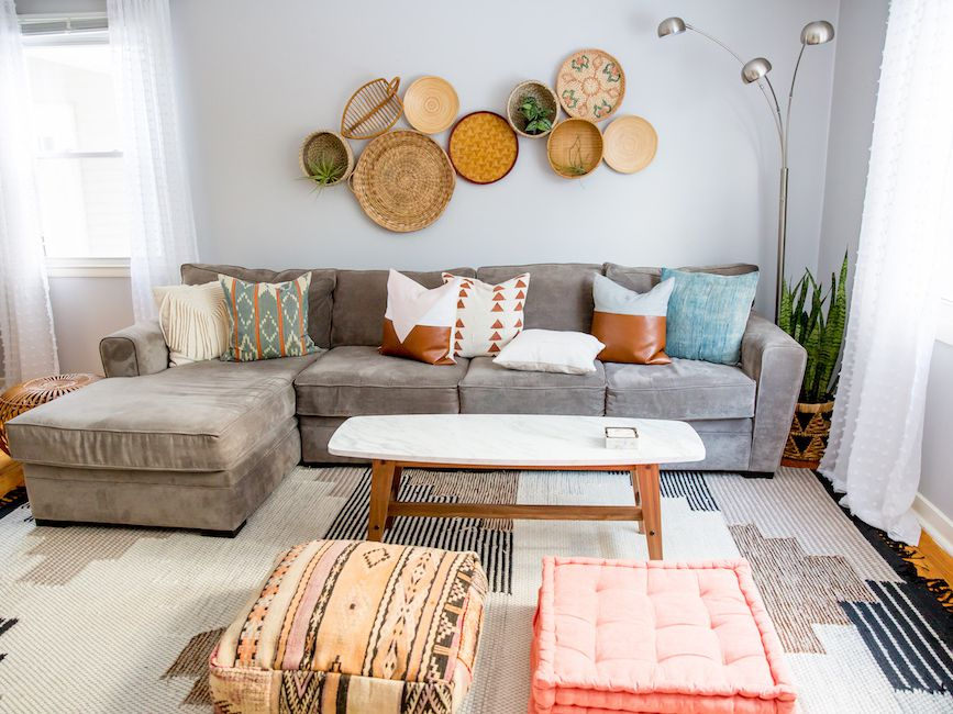 Interaction of Throw Pillows and Curtains in Contemporary Interior Design
